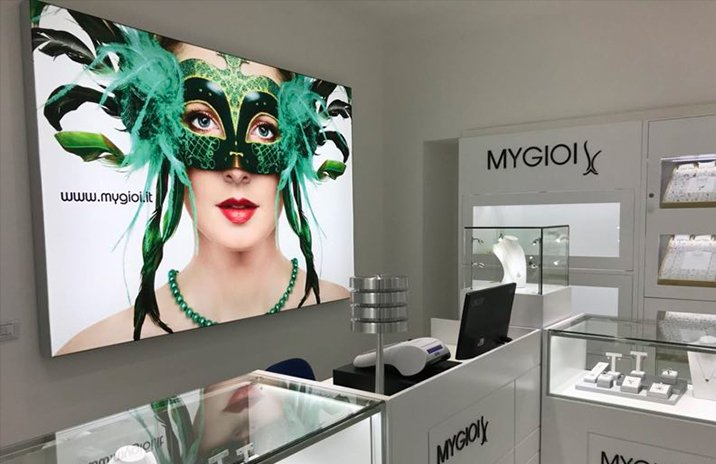 Wall Mounted Light Box Luxury Retail